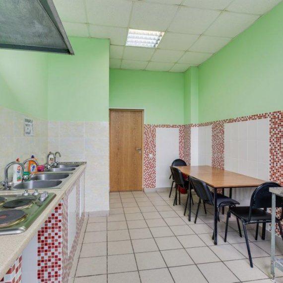 Кухня дешевого хостела Космос
